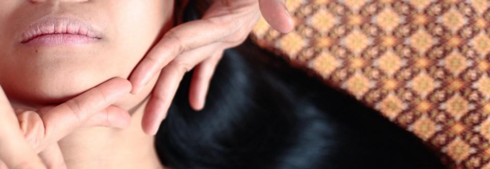 Masaje facial tailandés