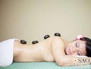 Sao masajes. Masaje de piedras calientes